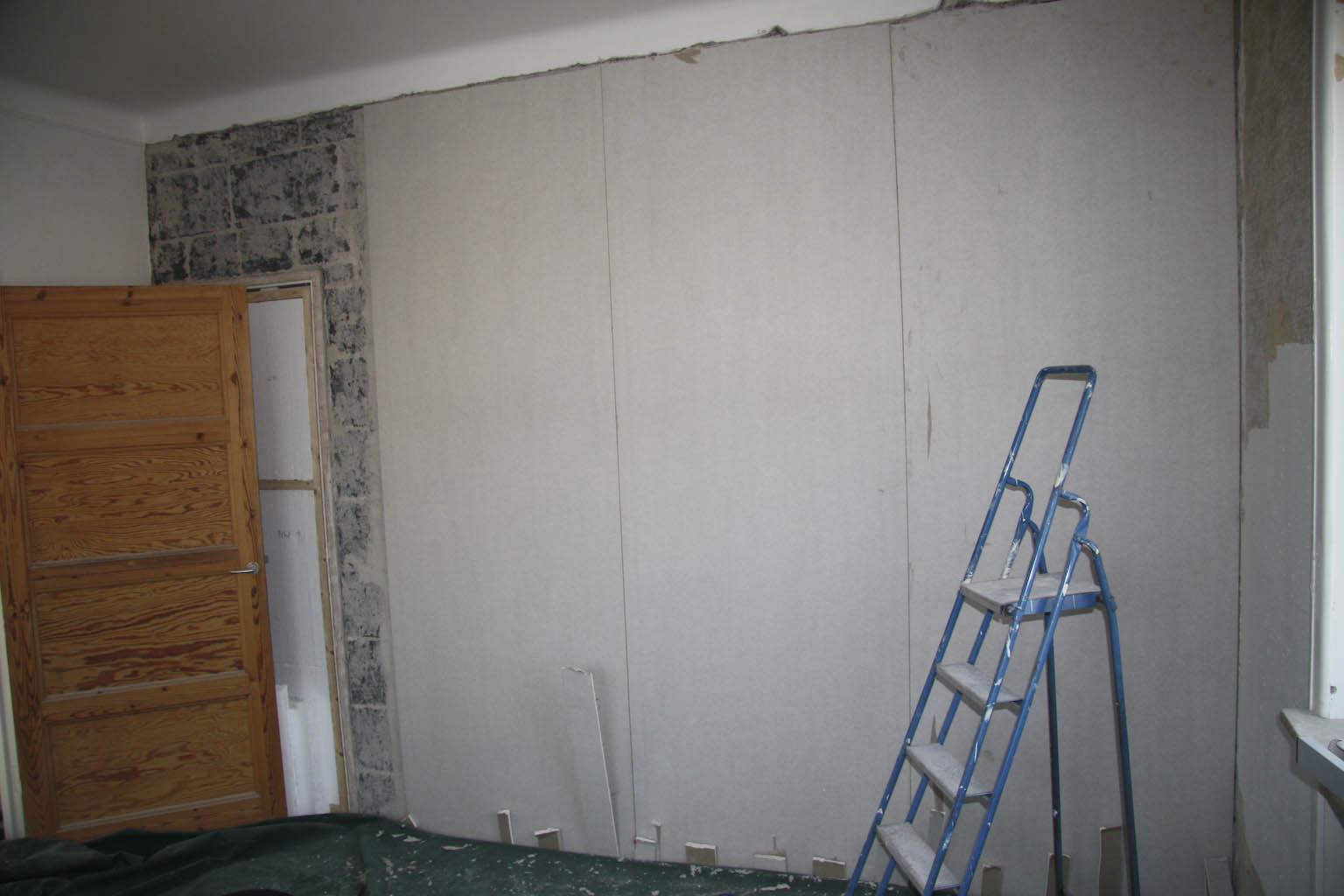Sätta gips på betongvägg